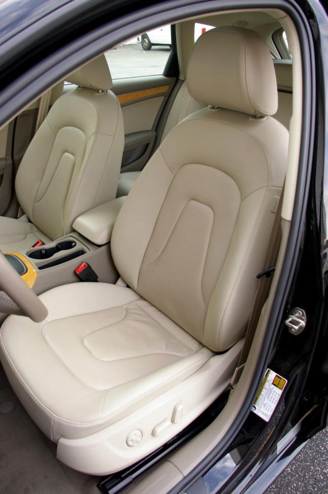 Audi A4 Avant 2009 - передние сидения